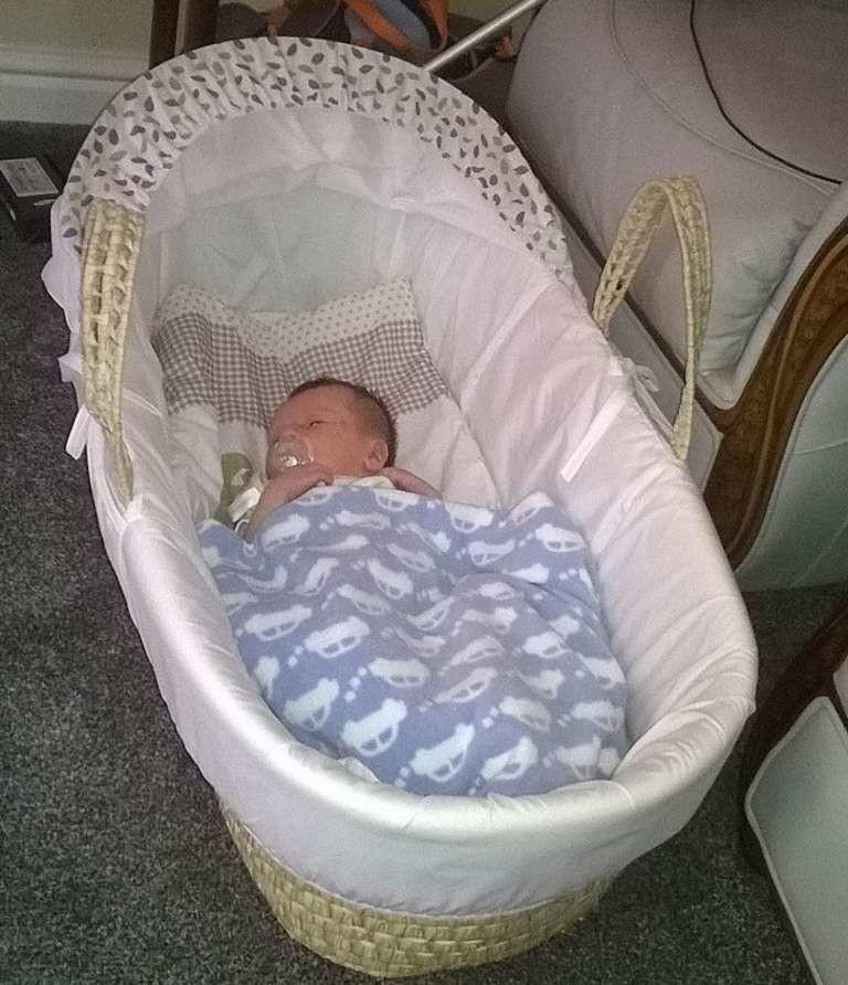 Мама постоянно находила насекомых около кроватки своего малыша. Ивскоре обнаружила нечто шокирующее