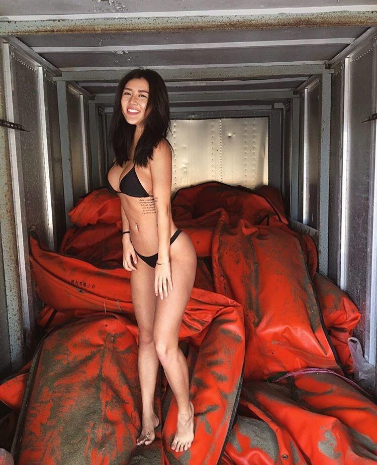 Медсестра изТайваня заодин день стала звездой инстаграма благодаря сексуальным фото