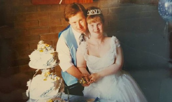 Ее осуждали за то, что она позволила своей больной дочери вступить в брак. Теперь все кусают локти...