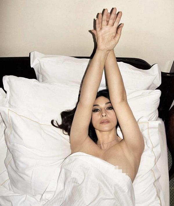 Сногсшибательная Моника Беллуччи снялась в новой откровенной фотосессии. Оцени всё сам!