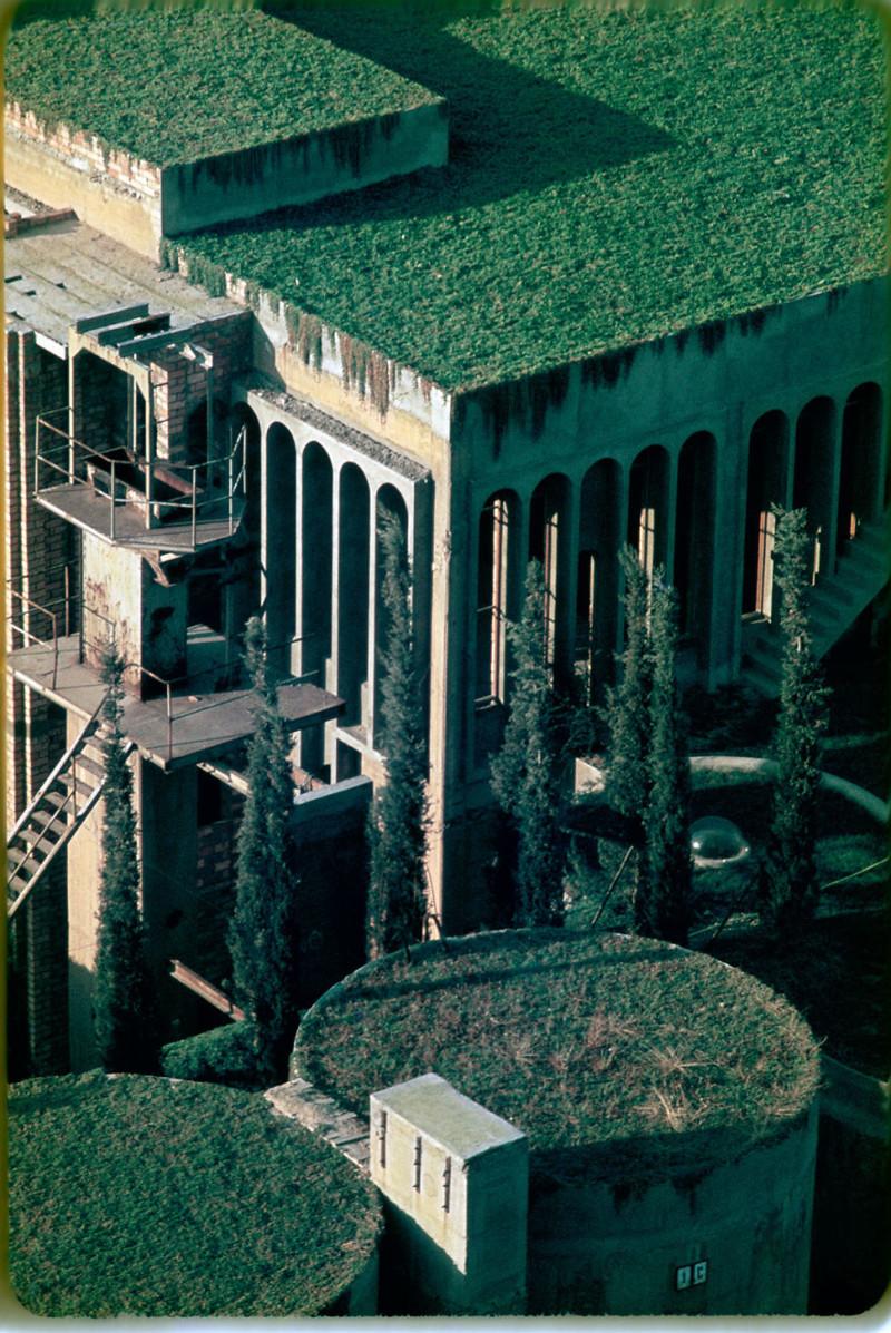 Старый цементный завод превратили внастоящую виллу