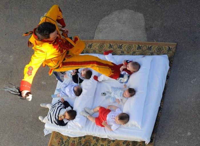 7 до жути странных традиций, связанных с рождением ребенка.