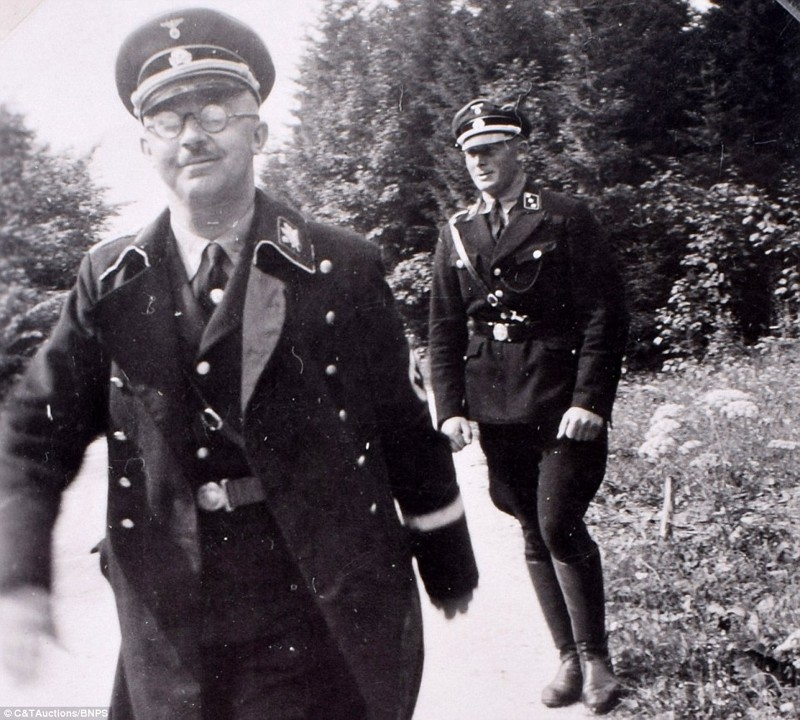 Семейный альбом изспальни ЕвыБраун: редкие фотографии Гитлера иегодрузей