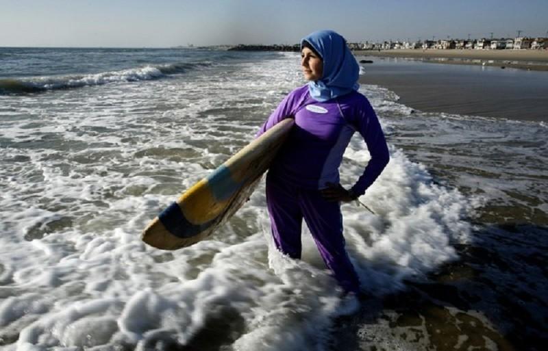 «Закрытый» пляжный сезон: почему запрещено плавать врелигиозных купальниках?