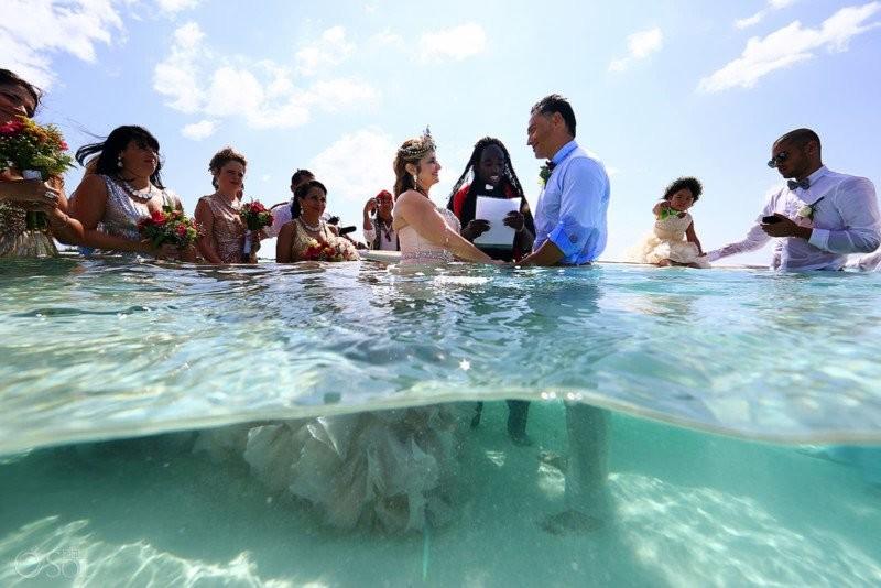 Свадьба посреди океана, прошедшая буквально попояс вводе