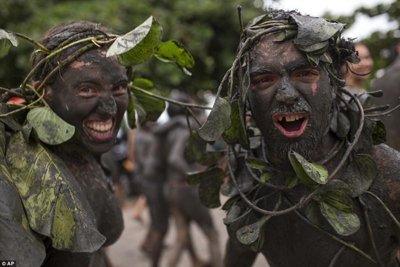 Грязная сторона бразильского карнавала