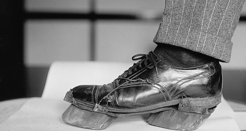 Вот для чего гангстеры носили такую странную обувь. Оказывается, это было жизненно необходимо!