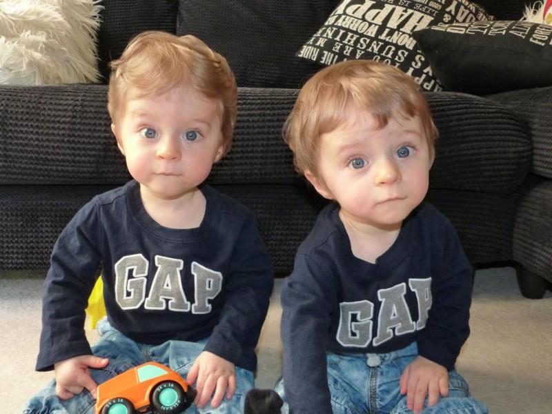 Родители думали, чтонеродившиеся близнецы машут имсэкрана. Ноправда была куда страшнее…
