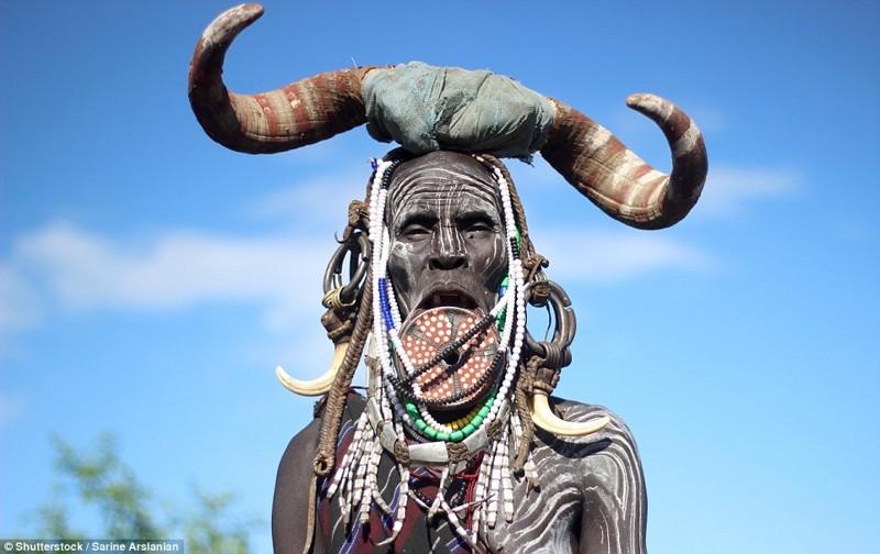 Самые экстремальные модификации тела вразличных культурах