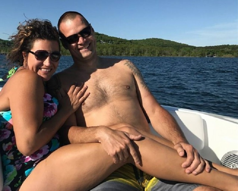 Эта влюбленная пара просто сделала фото на отдыхе. Никто и не подозревал, что оно взорвет Интернет.