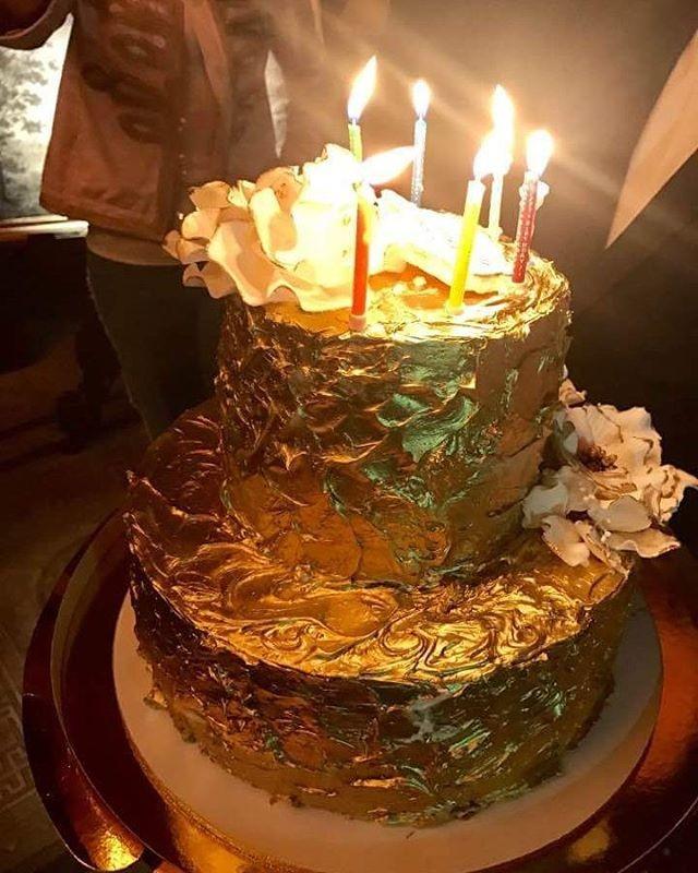 Золотой торт и The Rolling Stones вместо тамады: как отмечают свои дни рождения знаменитости, и во сколько это им обходится