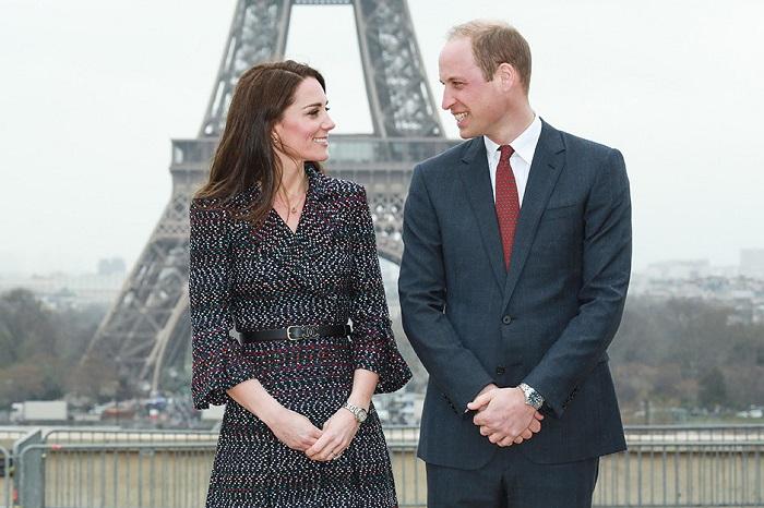 Горячий скандал в королевской семье: принц Уильям веселится в клубе с красоткой-моделью.