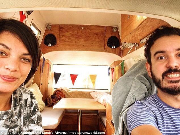Пара бросила работу идом, чтобы путешествовать помиру вфургоне
