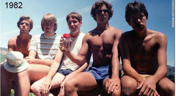Пятеро друзей каждые пять летвстречаются ифотографируются натомжеместе