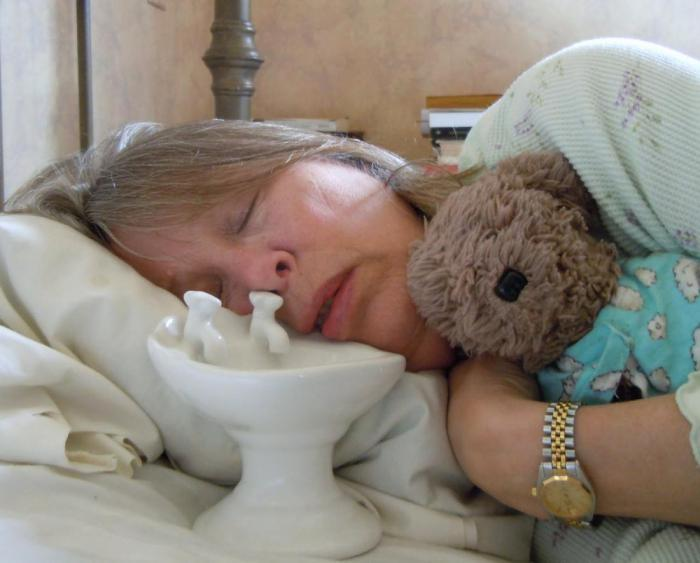Почему люди склонны пускать слюни во сне?