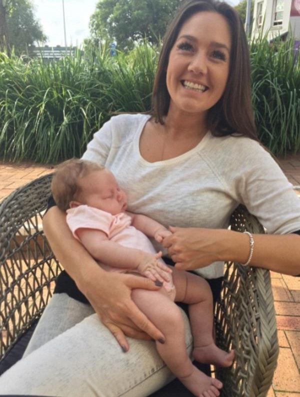 Через 6 недель после родов врачи удивили супругов диагнозом... Муж побелел от услышанного!