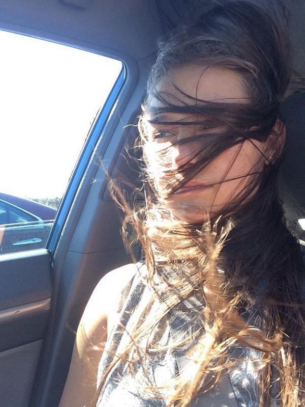 18 фотографий, которые доказывают, что обладательницам длинных волос приходится очень нелегко...