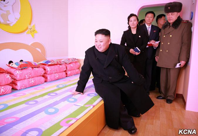 Сомы, венки иДень Звезды: неустанные каждодневные труды лидера Северной Кореи