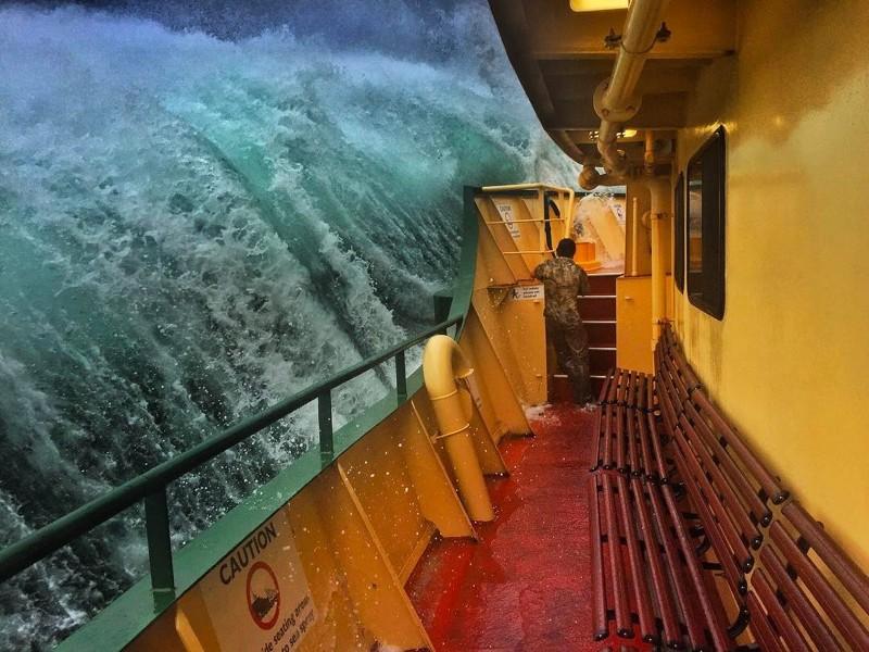 Этачудовищная волна вот-вот обрушится напаром