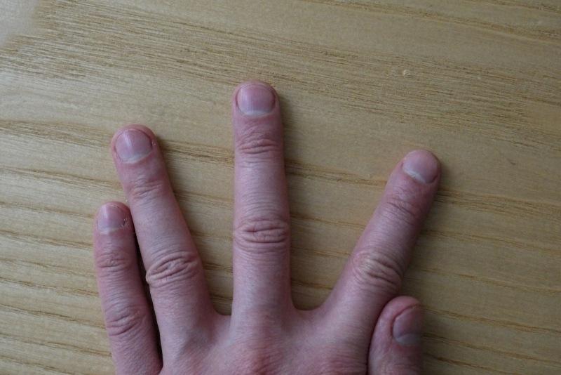 Есть ли у тебя такие полумесяцы на ногтях? Узнай, о чём это говорит.