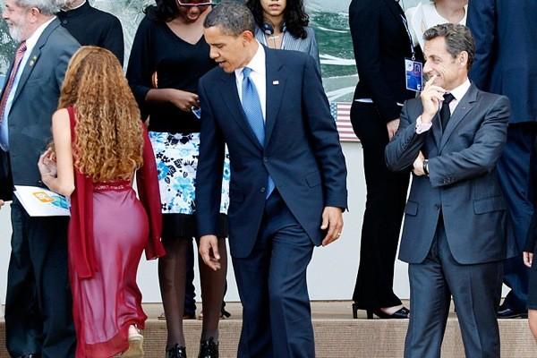 Почему мужчина смотрит надругих женщин?