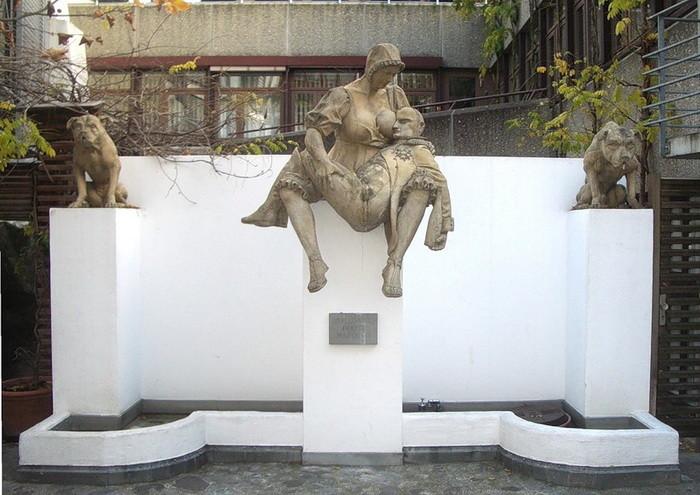 Скульптура счувством юмора