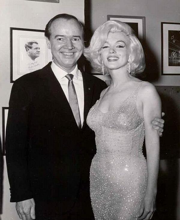 Самое знаменитое «голое платье» в истории имело свои секреты... Узнай, на что пошла Мэрилин Монро, чтобы надеть его!