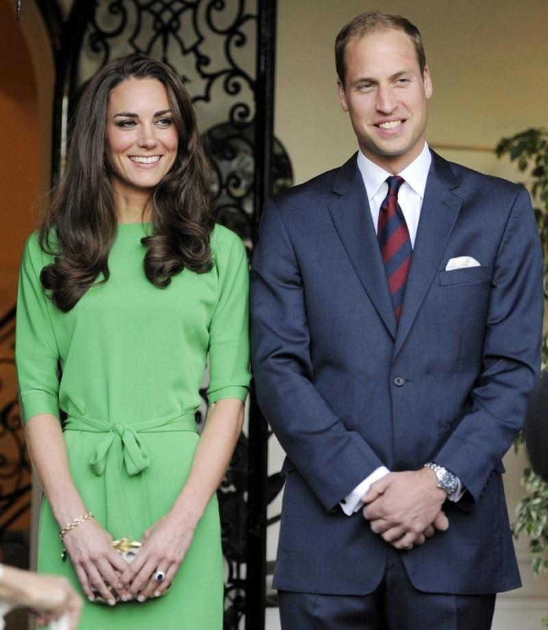 СМИ горячо обсуждают ЭТУ деталь, которую они заметили на фото Кейт Миддлтон и принца Уильяма.