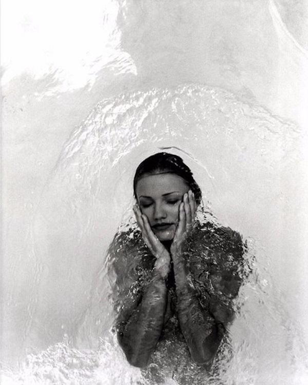 Давно забытая откровенная фотосессия Камерон Диас в бассейне. Посмотри, какая она красотка!