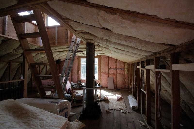 Парень превратил старый сарай вклассный офис-студию