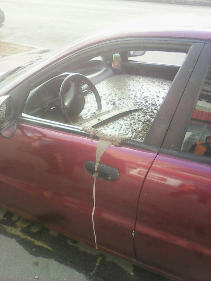 Обиженный мужзалил машину жены бетоном