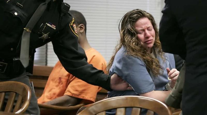 15самых сексуальных женщин, осужденных заубийство