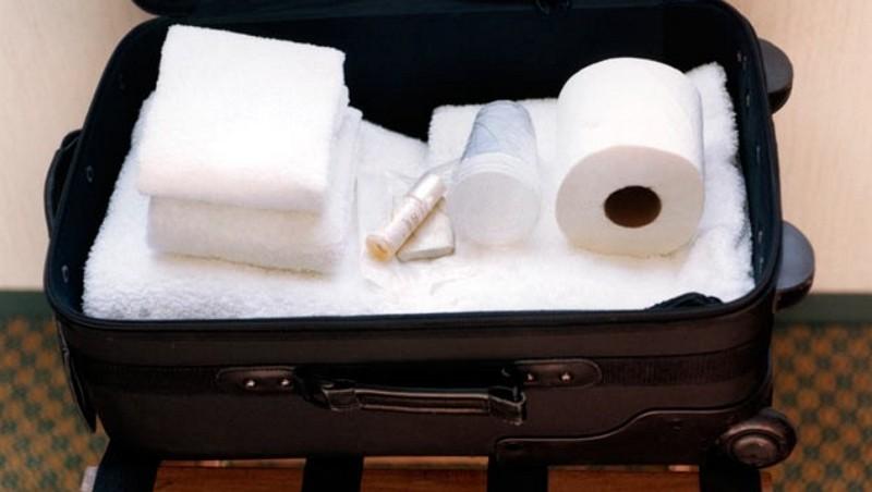 Когда работники отеля вскрыли чемодан одного из постояльцев, то впали в ступор! ТАКОГО они не ожидали.