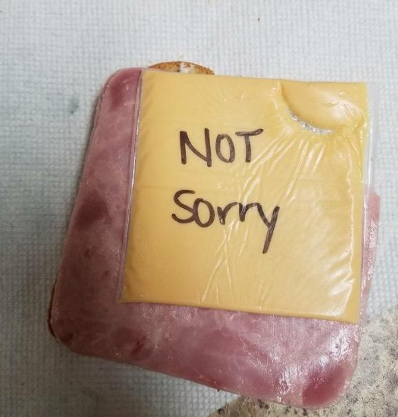 Муж оскорбил свою жену, а потом нашел ее месть прямо в своем сэндвиче!