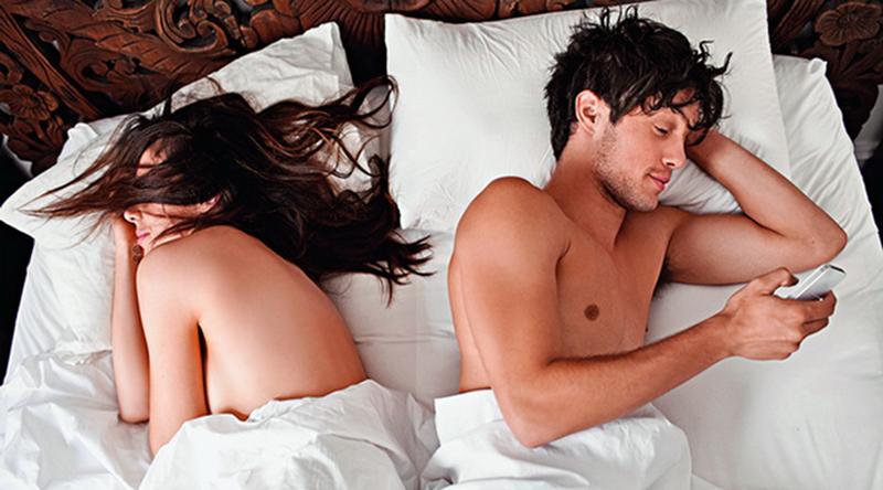 Трах домик муж застал жену спящей в трусиках и трахнул, порно видео текущие киски