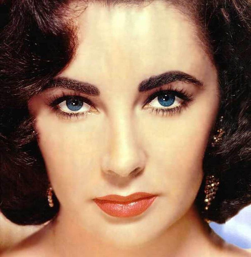Идеальных женщин не бывает — это доказывают звезды, чья внешность далека от стандартов.