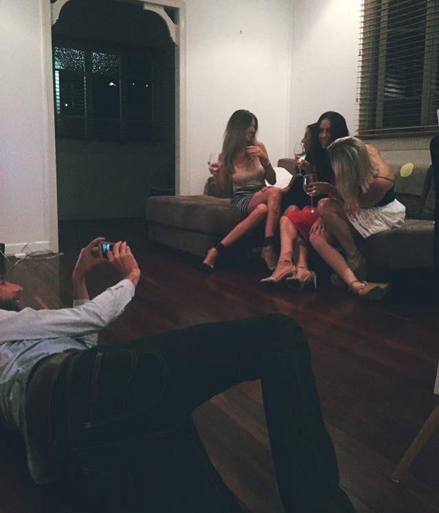 Потусторону идеального фото: несчастные бойфренды инстаграм-зависимых девушек