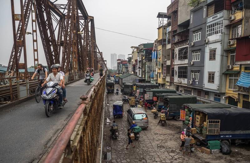 Вьетнам. трущобы нарельсах