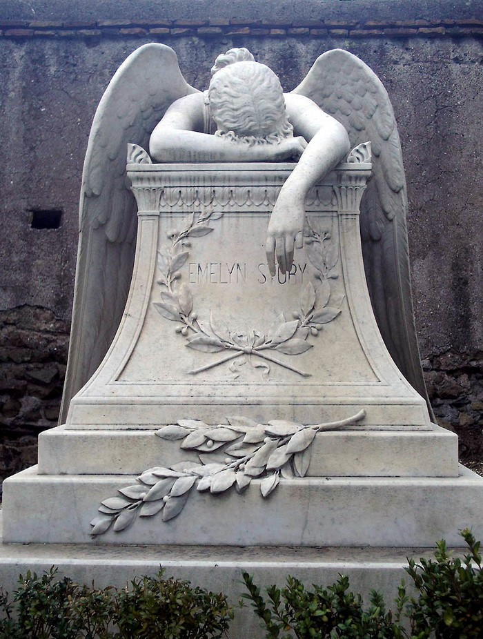 Этот памятник на римском кладбище известен во всём мире. Его история заставляет вздрогнуть!