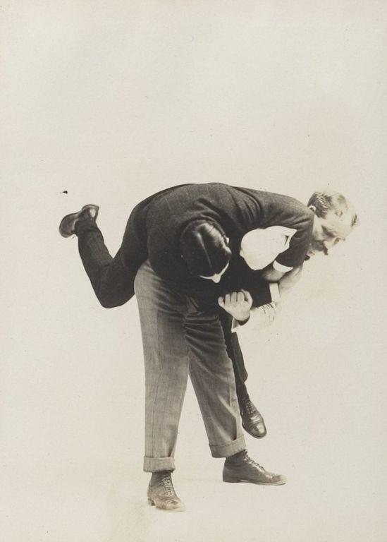 Этот фотоальбом 1895 года — настоящее руководство джентльмена посамообороне
