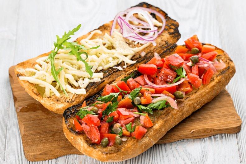 Готовим восхитительные «бутерброды» по-итальянски: Кростини, брускетты... Pensati!