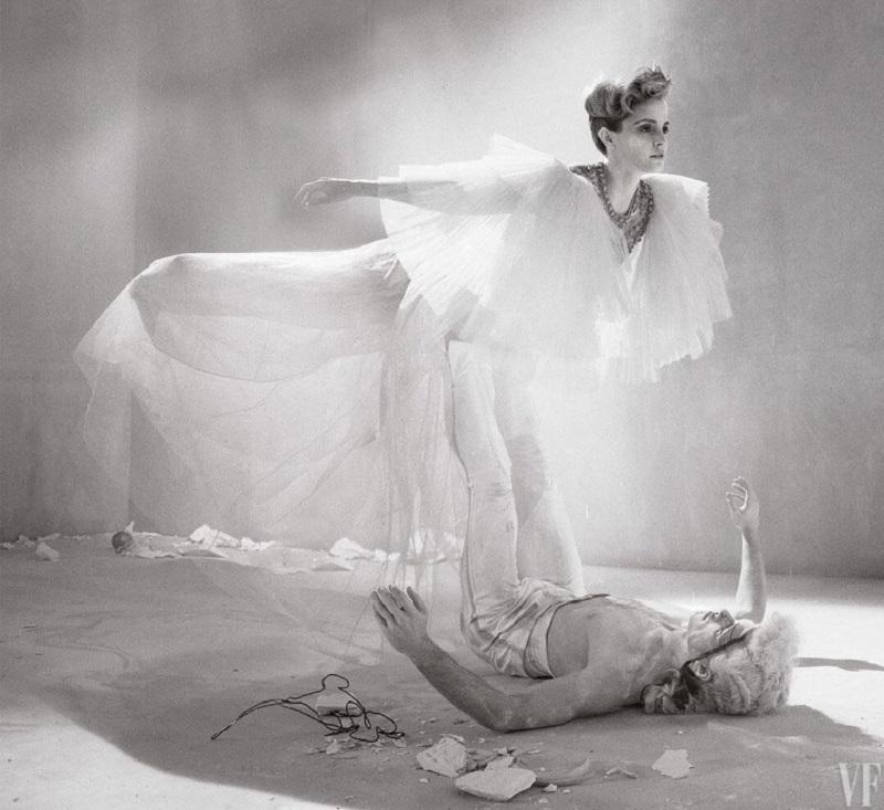 Феминистки негодуют: полуголые фото Эммы Уотсон для гламурного журнала стали хитом Сети.