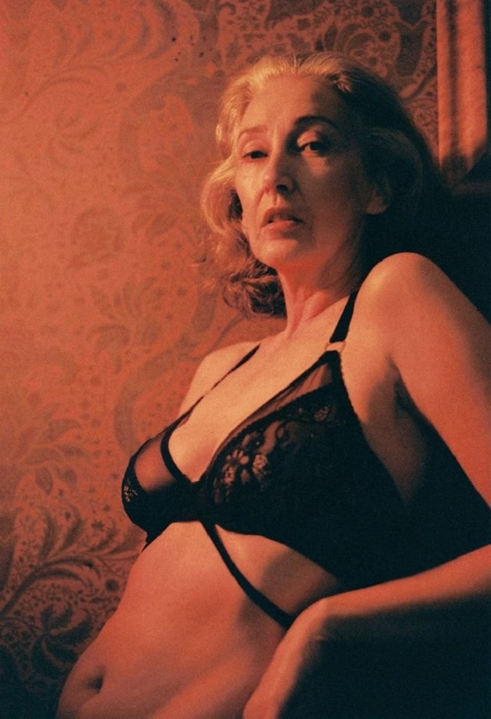 Кто бы мог подумать, что эта 57-летняя модель может быть ТАК сексуальна! Это было очень откровенно...