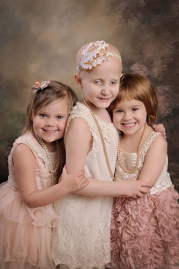 Победив рак, девочки повторили фотосессию, сделанную вначале пути