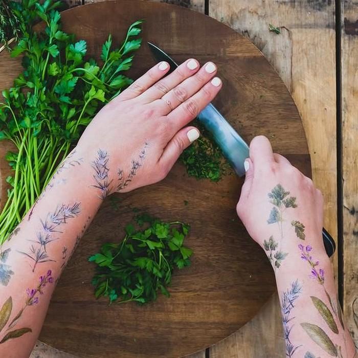 Временные татуировки с удивительным ароматом: самый нежный тренд весенне-летнего сезона