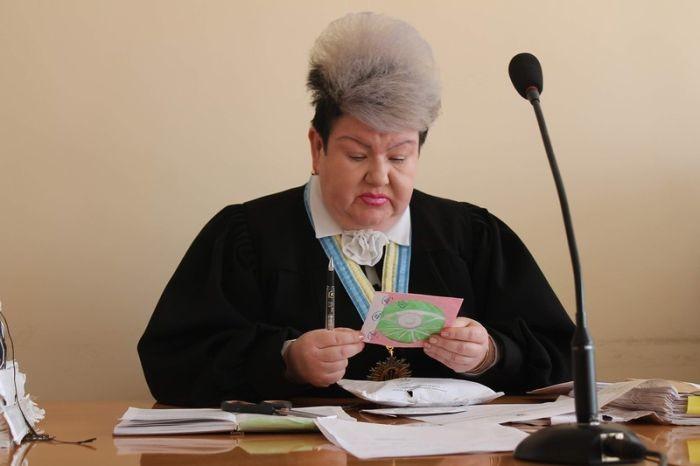 Украинская судья Алла Бандура получила прозвище Джокер из-за своей эффектной внешности