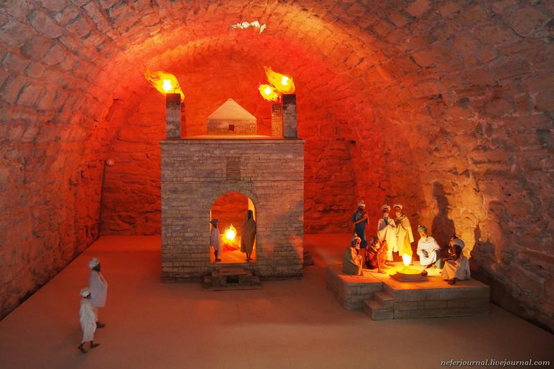 Зороастрийский храм Атешгях. Подстава длятуристов