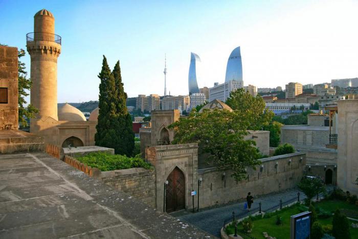 15 достопримечательностей, которые нужно посетить, путешествуя по Азербайджану