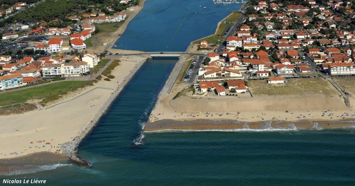 На французский пляж выбросило 2 тонны кокаина. Вот кто его выкинул!