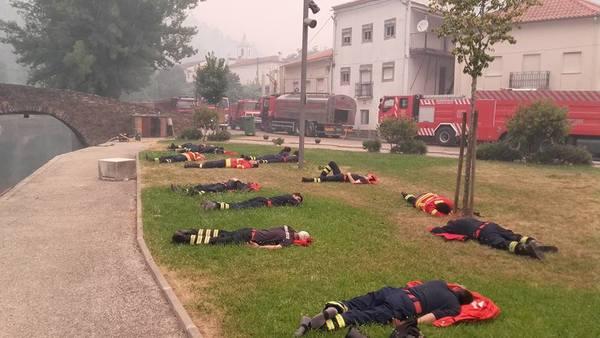 Это фото показывает, почему мы никогда не должны переставать благодарить пожарных